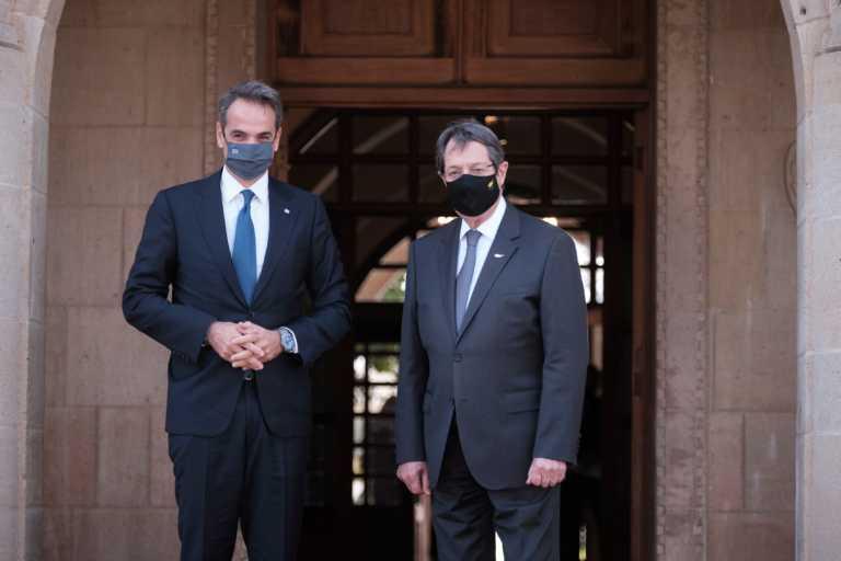 """Στην Κύπρο ο Κυριάκος Μητσοτάκης για την τριμερή – """"Κάναμε την Ευρώπη να δει ποιος είναι ο ταραχοποιός στην περιοχή"""" (pics)"""