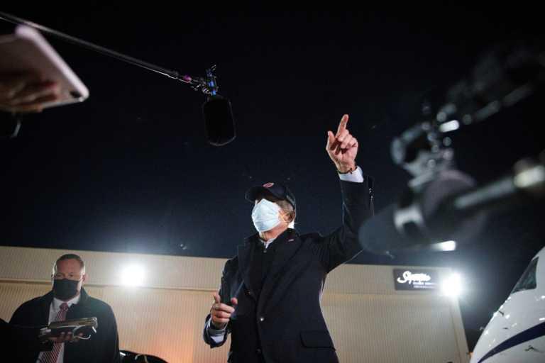 Ο Μπάιντεν «επιστρατεύει» μέχρι και κομποσκοίνι για να κερδίσει τους καθολικούς ψηφοφόρους