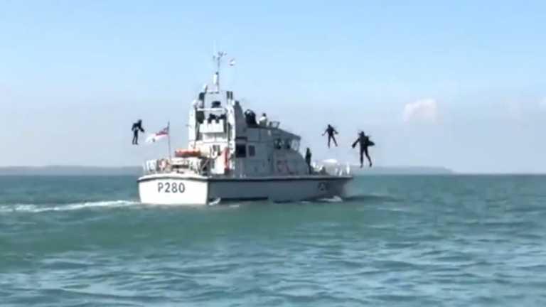Οι «Iron Men» του Βασιλικού Ναυτικού εν ώρα δράσης! (βίντεο)