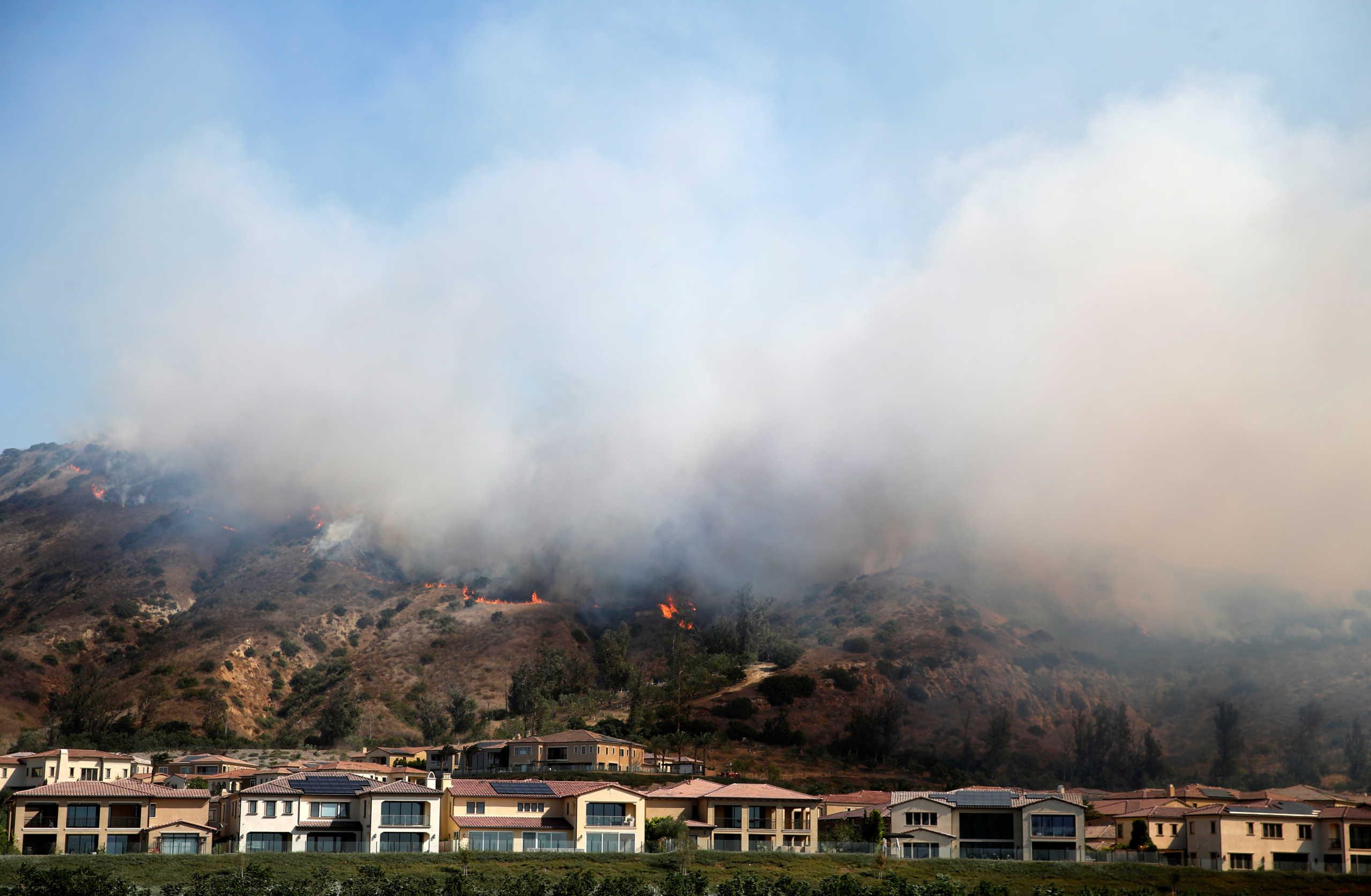 Μεγάλη φωτιά στην Καλιφόρνια – Απομακρύνθηκαν από τα σπίτια τους 60.000 κάτοικοι
