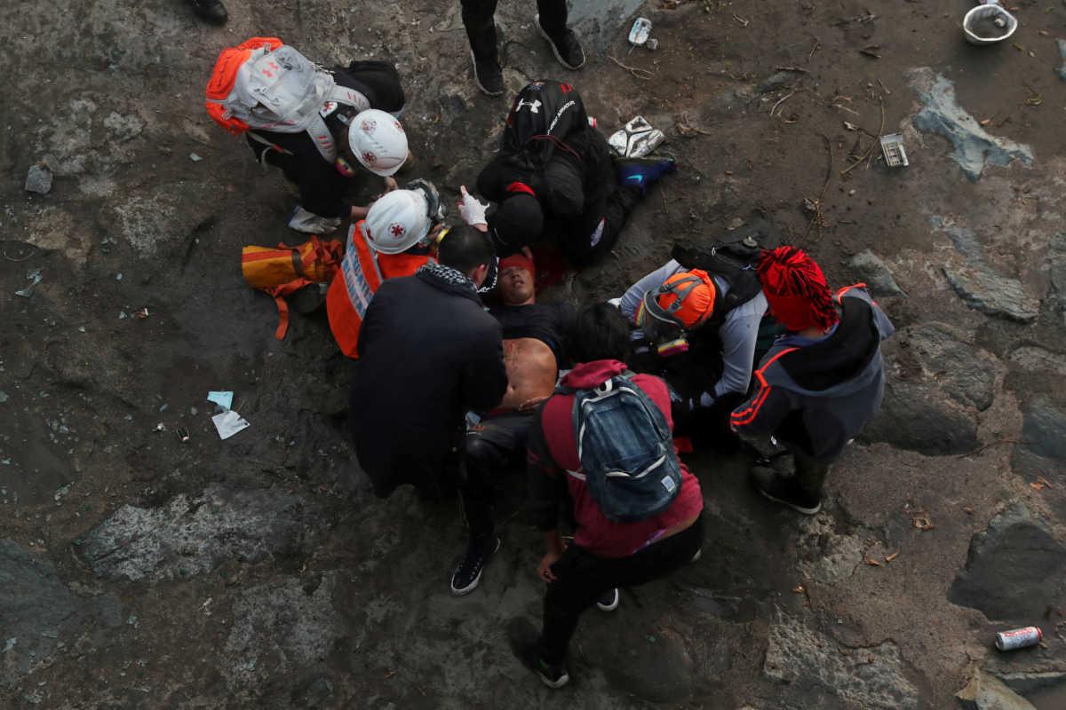 «Βράζει» η Χιλή για τον αστυνομικό που πέταξε 16χρονο παιδί από γέφυρα! Video σοκ