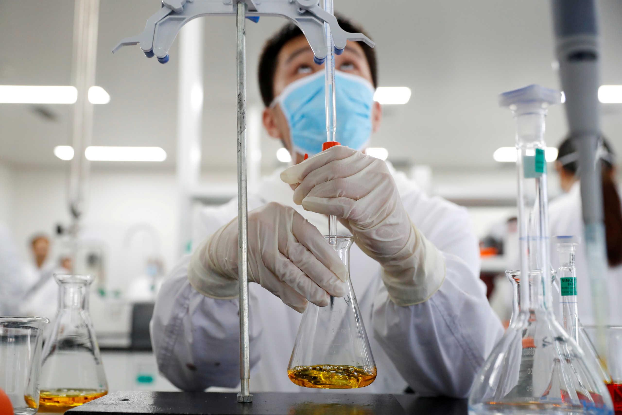 Κινέζος κορυφαίος λοιμωξιολόγος ερευνάται για λογοκλοπή γιατί… διαφώνησε με τον τρόπο διαχείρισης  της πανδημίας