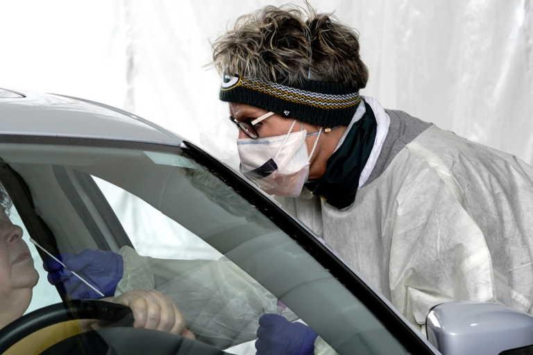 Κορονοϊός: Επιστρέφει ο εφιάλτης στις ΗΠΑ – Πάνω από 1.200 νεκροί σε ένα 24ωρο