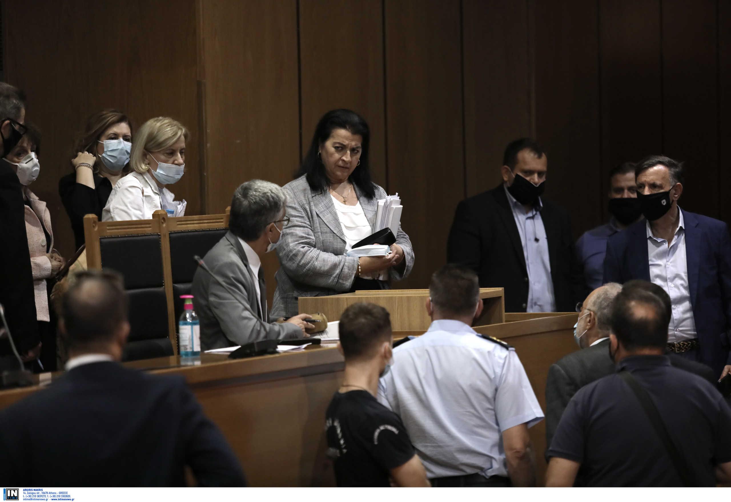 Χρυσή Αυγή: Οι τελικές ποινές – Ισόβια και 14 χρόνια στον Ρουπακιά και στα 13 χρόνια σε έξι του διευθυντηρίου