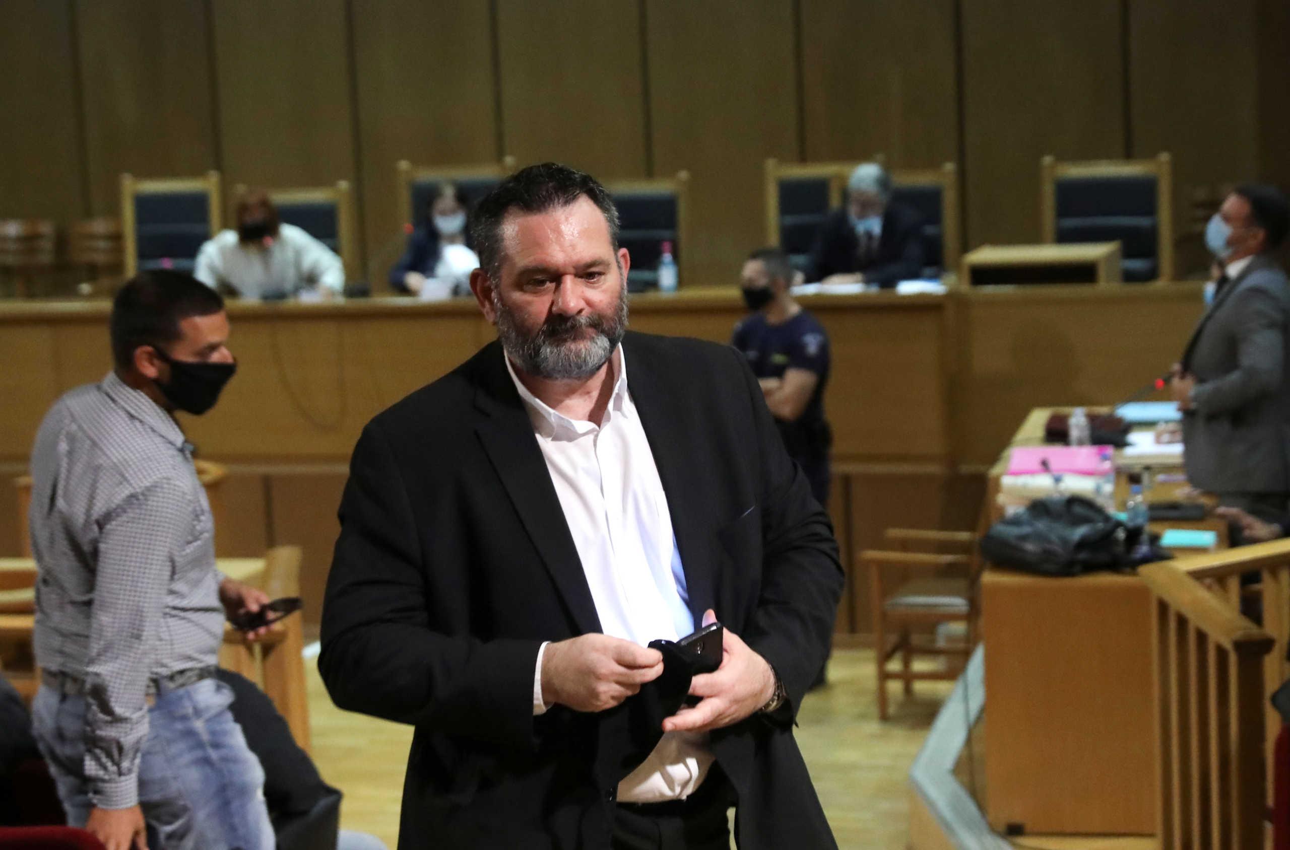 Προκλητικός κι από… μακριά ο Λαγός: Εξώδικο στη Σακελλαροπούλου, αγωγή 100.000€ σε ΜΜΕ