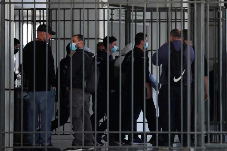 """Χρυσή Αυγή: Όλη η… διαδρομή από τη ΓΑΔΑ στη φυλακή – Μπήκε η σφραγίδα στα """"φυλακιστήρια"""""""