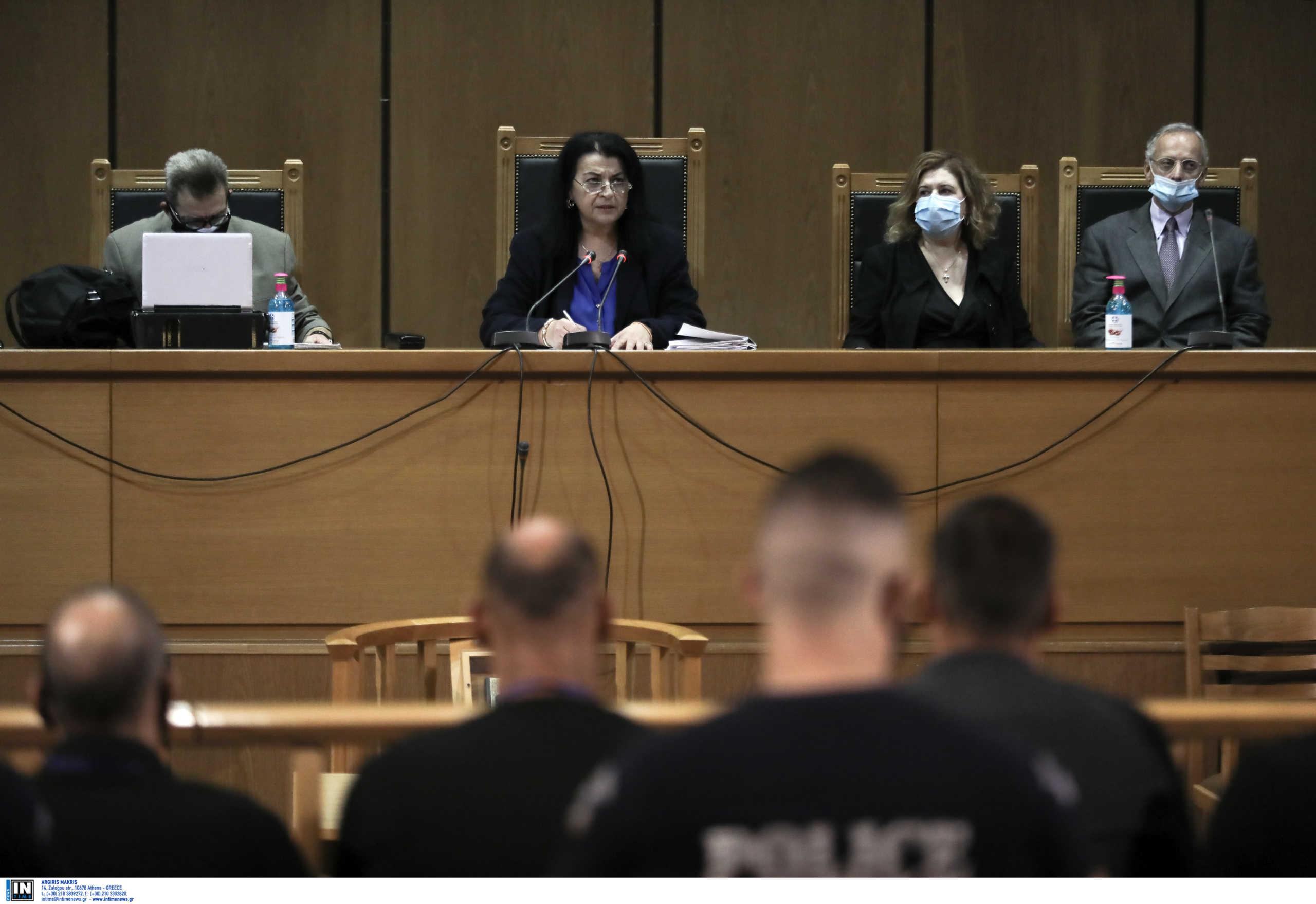 Δίκη Χρυσής Αυγής: Συνεχίζεται το μεσημέρι της Πέμπτης – Εν αναμονή της ανακοίνωσης των ποινών