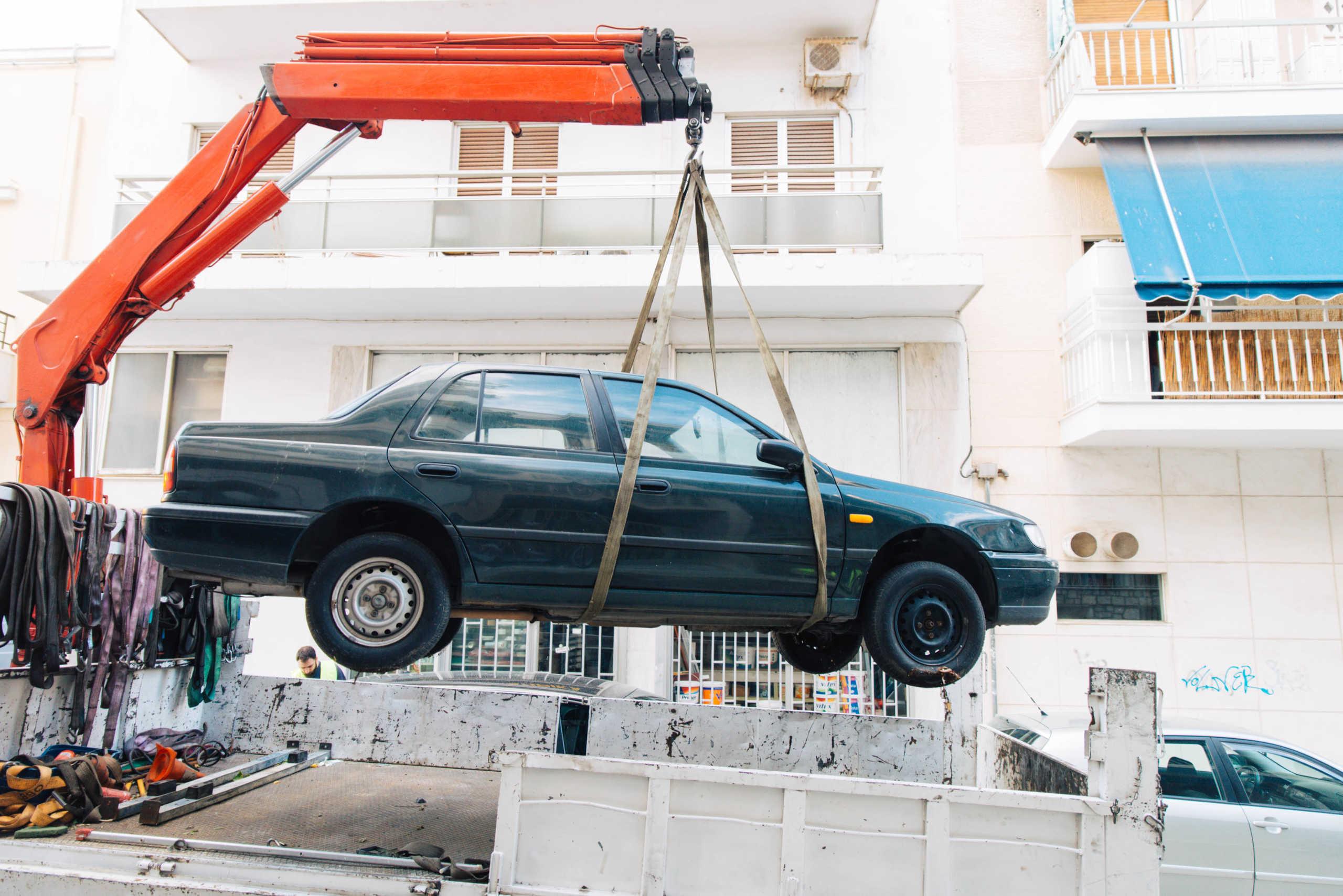 Δήμος Αθηναίων: Πάνω από 2.300 εγκαταλελειμμένα οχήματα απομακρύνθηκαν από τους δρόμους (pics)
