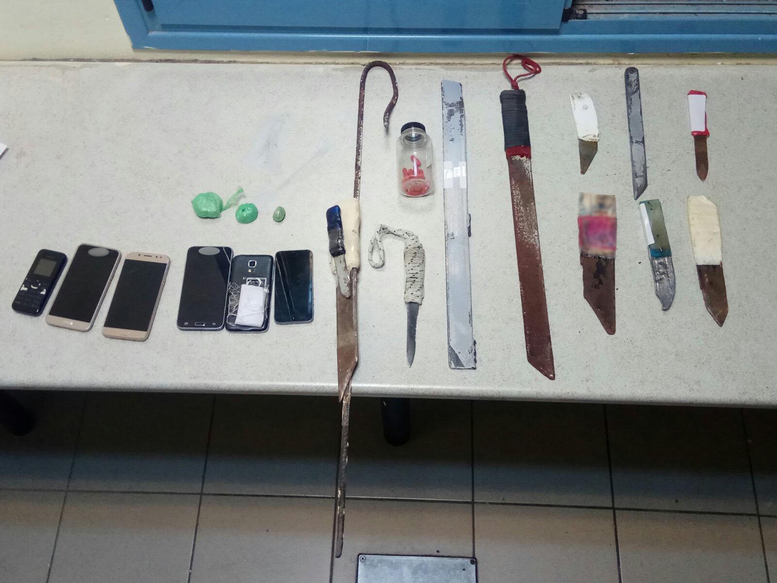 Φυλακές Δομοκού: Ηρωίνη, μαχαίρια και κινητά τηλέφωνα σε κελιά (pics)