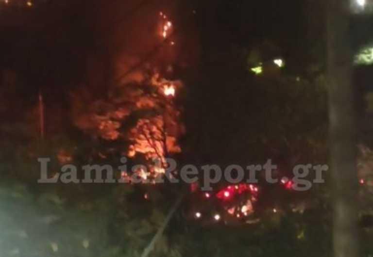 Λαμία: Φωτιά και εκρήξεις σε πάρκινγκ στρατοπέδου! Τροχόσπιτο έγινε στάχτη μέσα σε λίγα λεπτά (Φωτό)