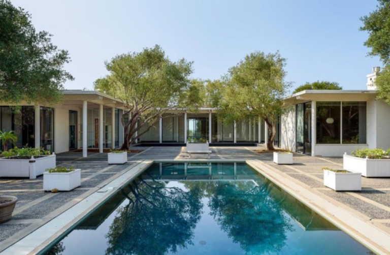 Μια ιστορική κατοικία στην Καλιφόρνια πωλείται για πρώτη φορά μετά από 50 χρόνια