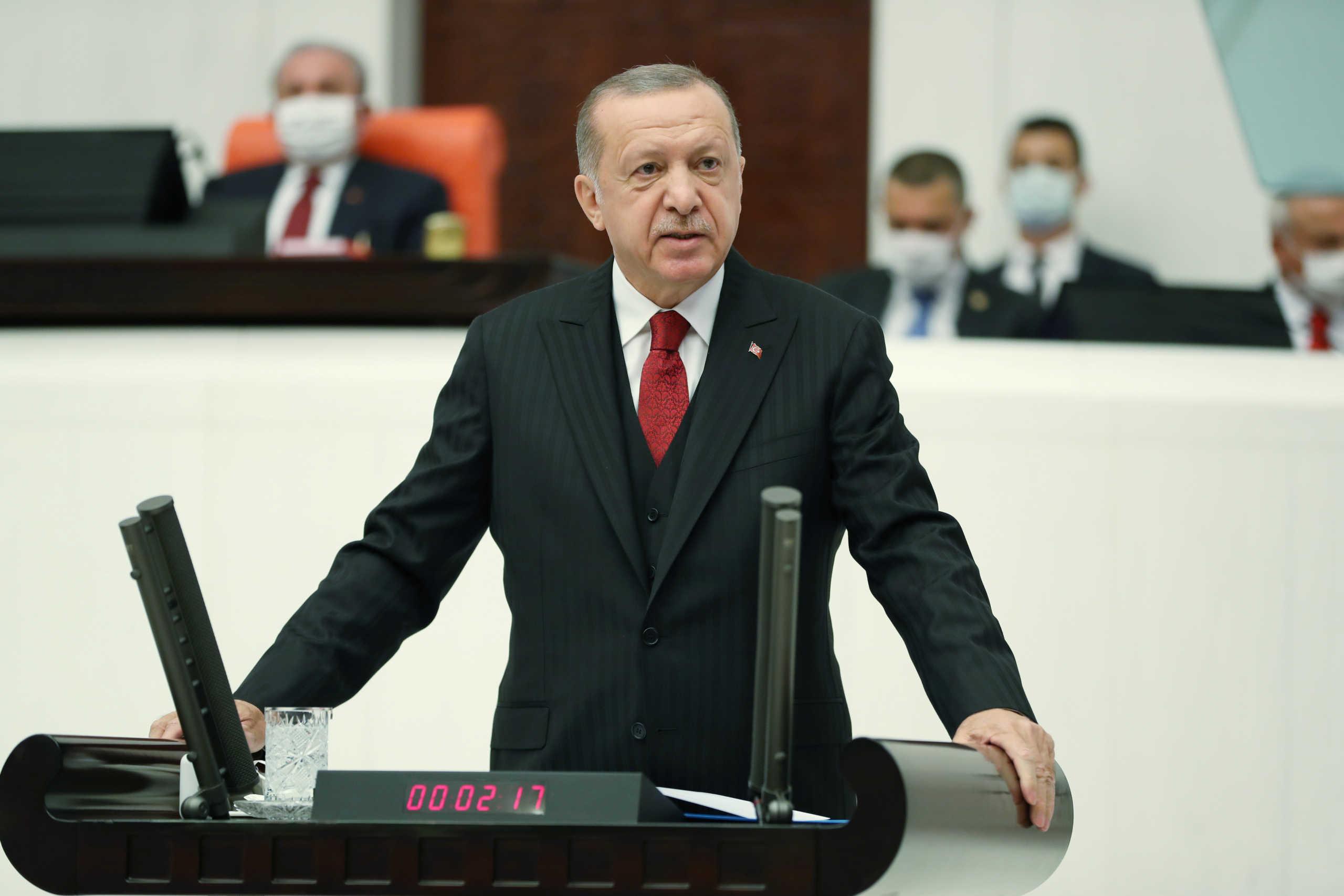 Δεκτή η παραίτηση του γαμπρού του Ερντογάν! Ποιος είναι ο νέος Υπουργός Οικονομικών