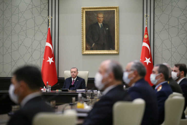 Οργή στην Τουρκία! Εν μέσω οικονομικής κρίσης ο Ερντογάν αύξησε τον μισθό του – Πόσα βγάζει ο σουλτάνος