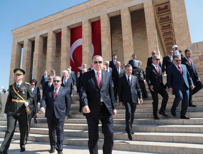 To «δώρο του θεού» που συνθλίβει την τουρκική δημοκρατία