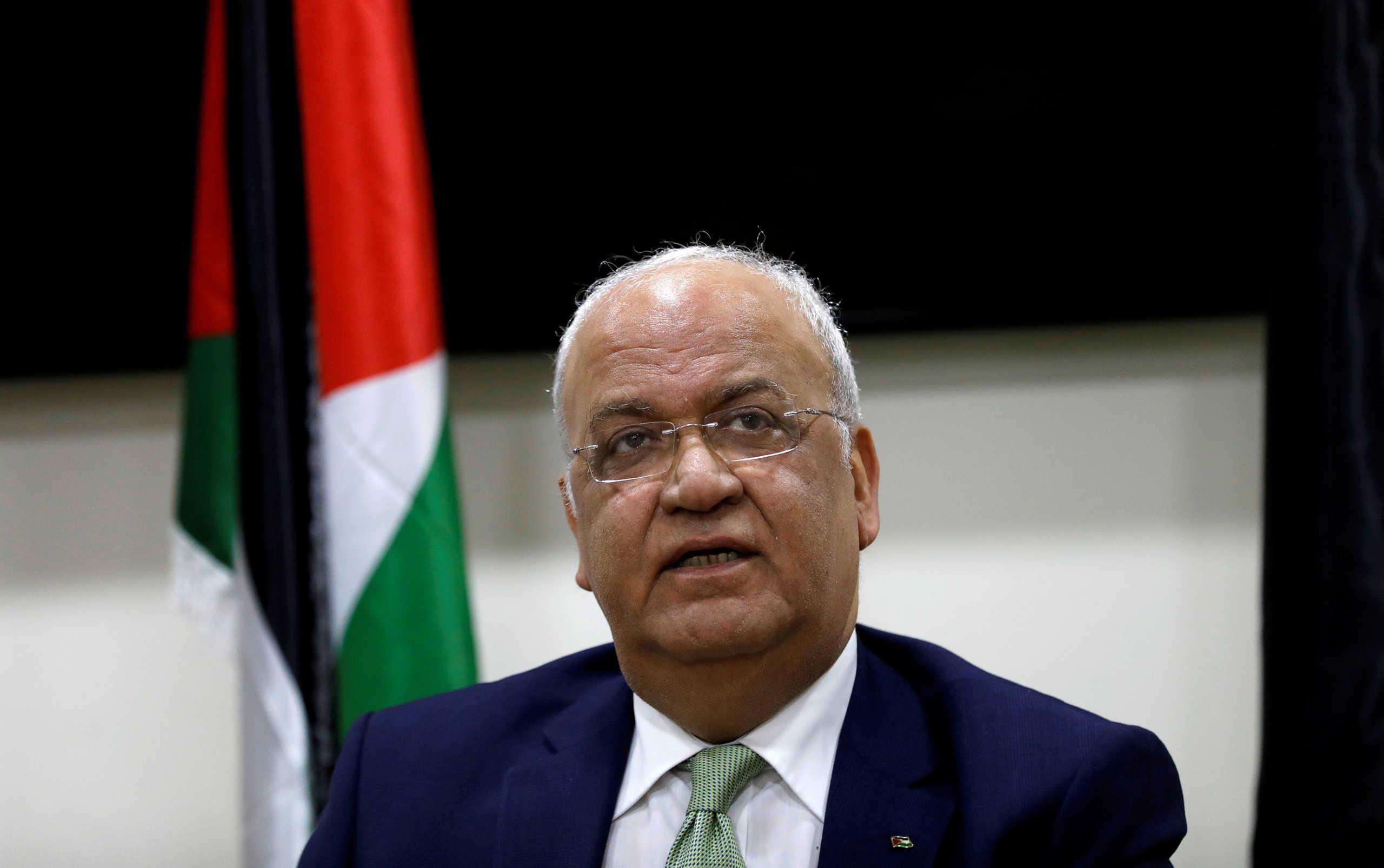 Σαέμπ Ερεκάτ: Με στρατιωτική πομπή και στεφάνι από τον Αμπάς η κηδεία του διαπραγματευτή των Παλαιστινίων