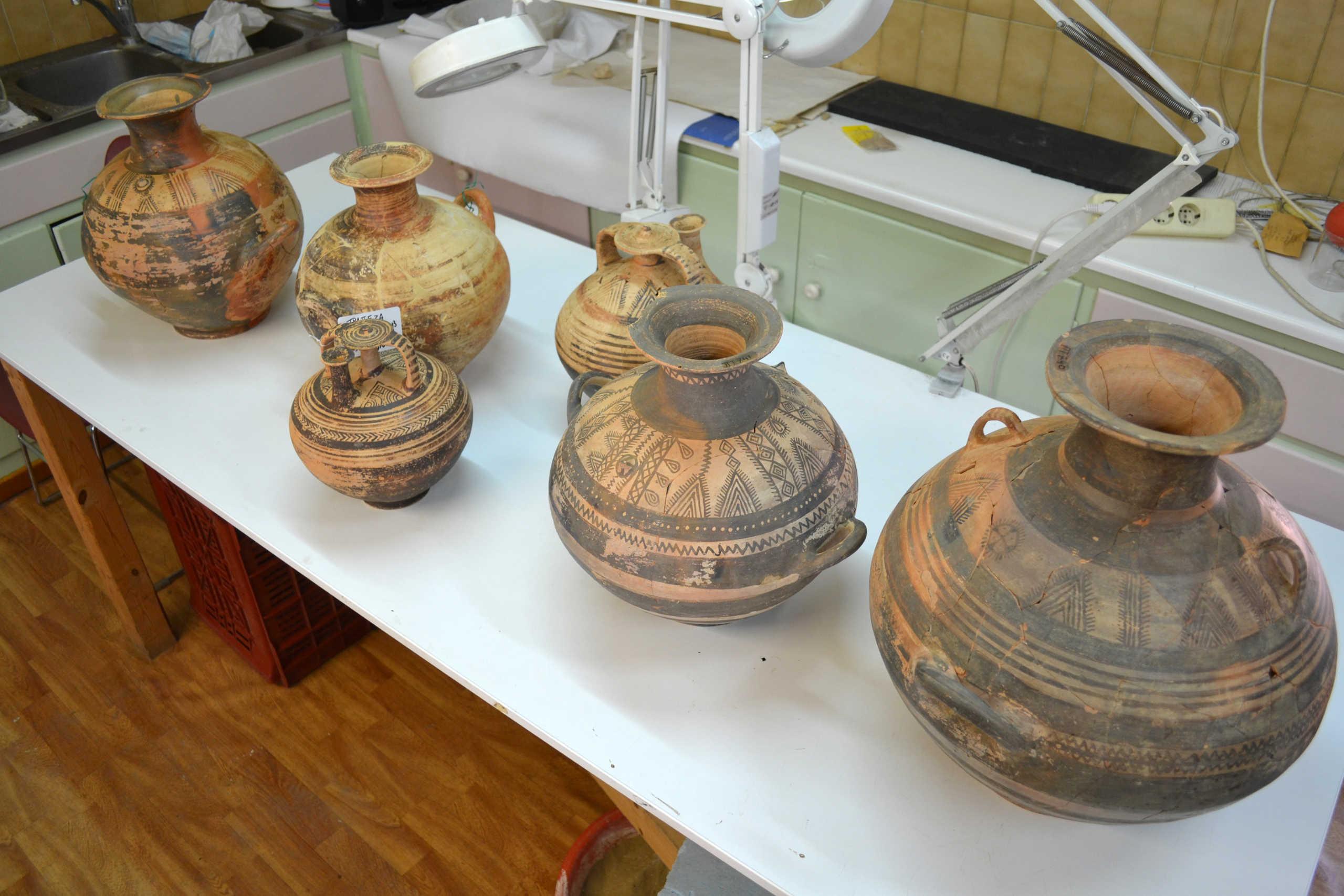 Πλήθος ευρημάτων στη μυκηναϊκή νεκρόπολη στο Αίγιο (pics)