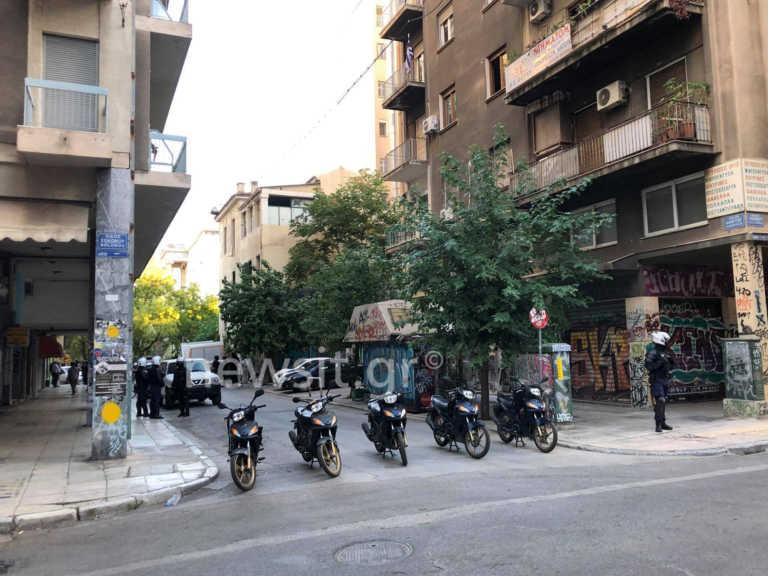 Εξάρχεια: Αστυνομική επιχείρηση σε κτίριο στην Στουρνάρη (pics)
