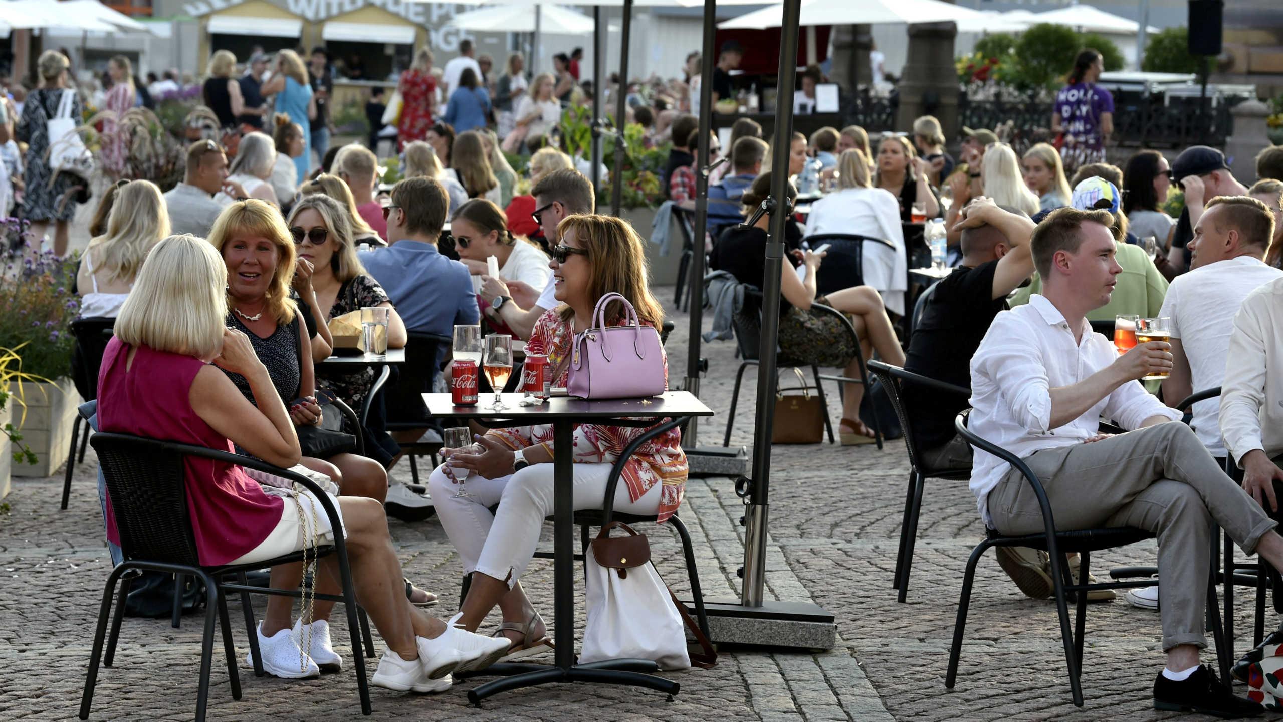 Κορονοϊός: Χαλαρώνει τα μέτρα στα εστιατόρια η Φινλανδία