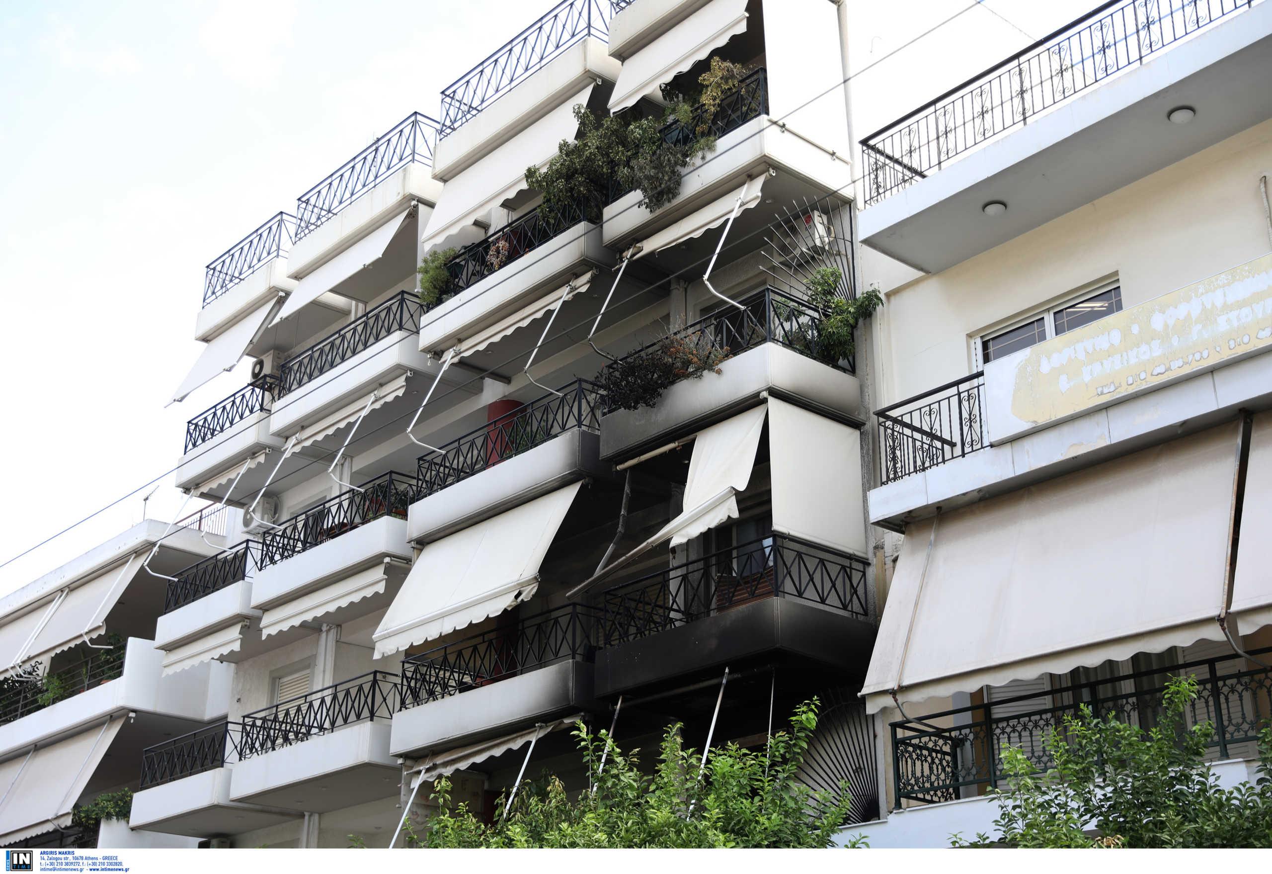 Μεγάλη φωτιά σε διαμέρισμα στο Μοσχάτο (pics)