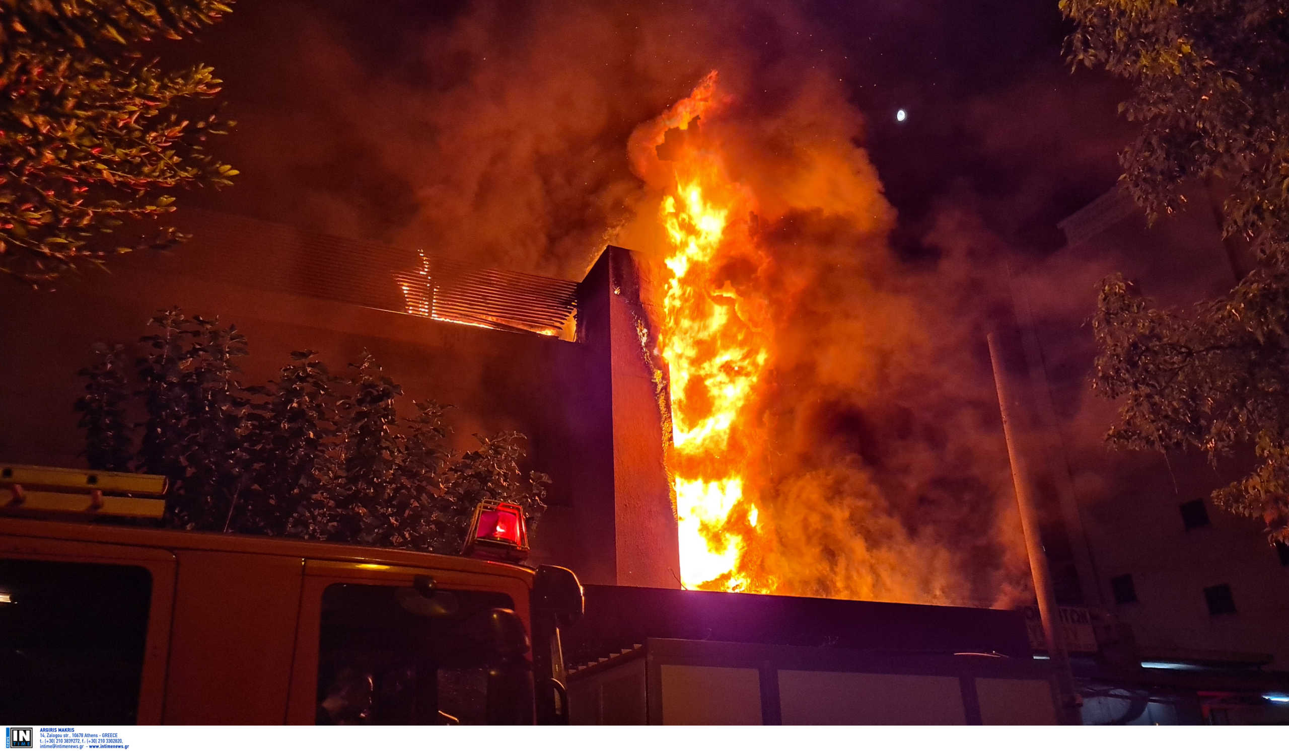 Συγκλονιστικές εικόνες από τη φωτιά σε εστιατόριο στο Παλαιό Φάληρο