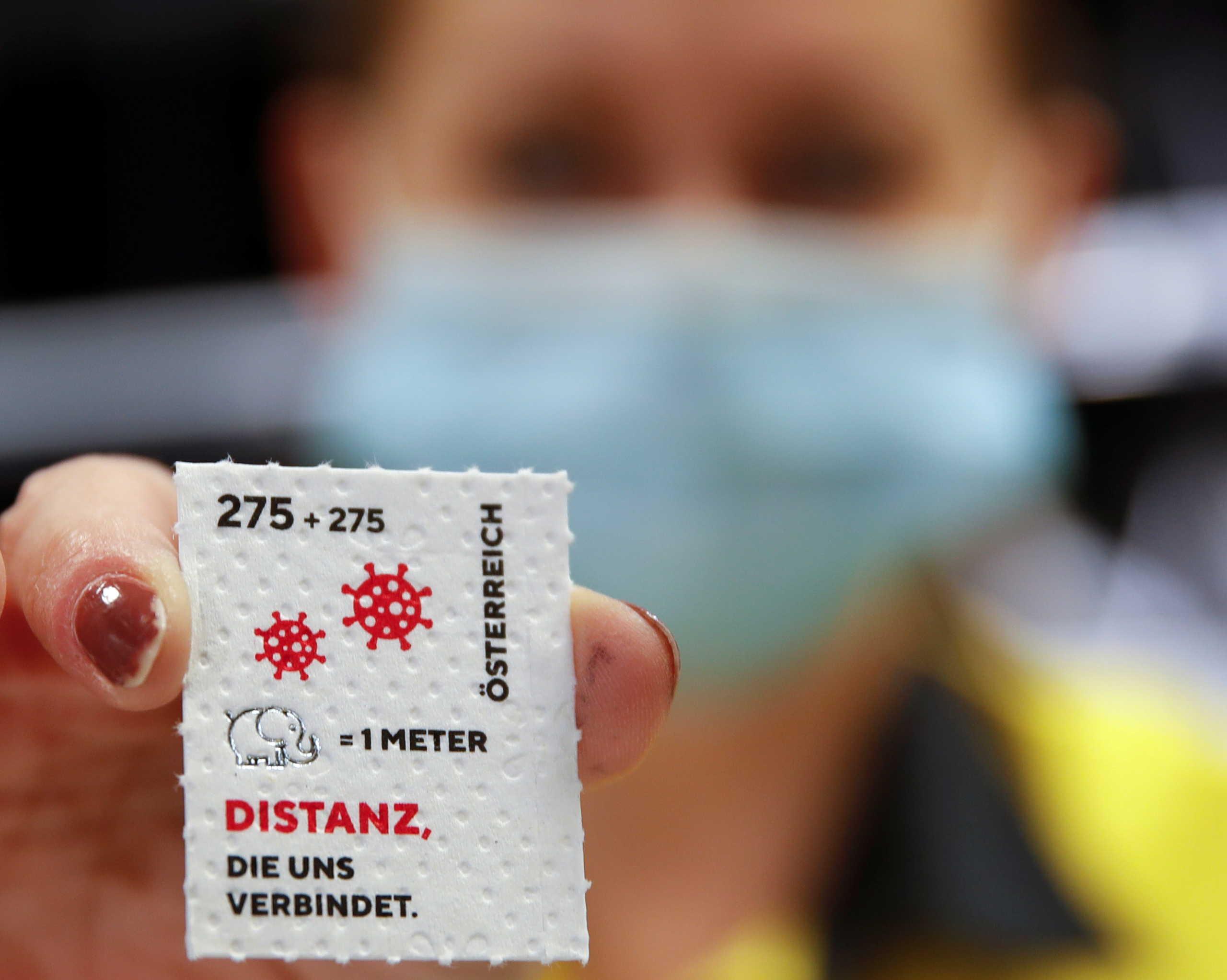 Αυστρία – Κορονοϊός: Τα ταχυδρομεία εξέδωσαν κορονόσημο τυπωμένο σε… χαρτί υγείας (pics)