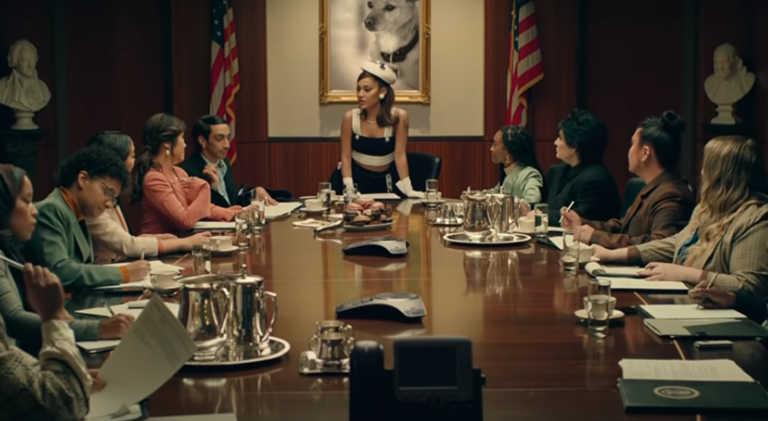 Μεγαλεία για την Αριάνα Γκράντε - Έγινε η «πρόεδρος» των ΗΠΑ