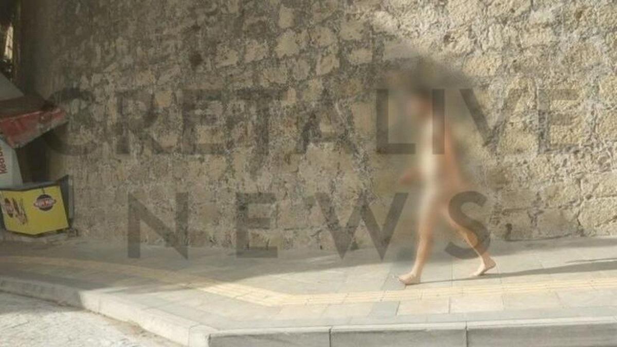 Περπάτησε γυμνός στο μισό Ηράκλειο!