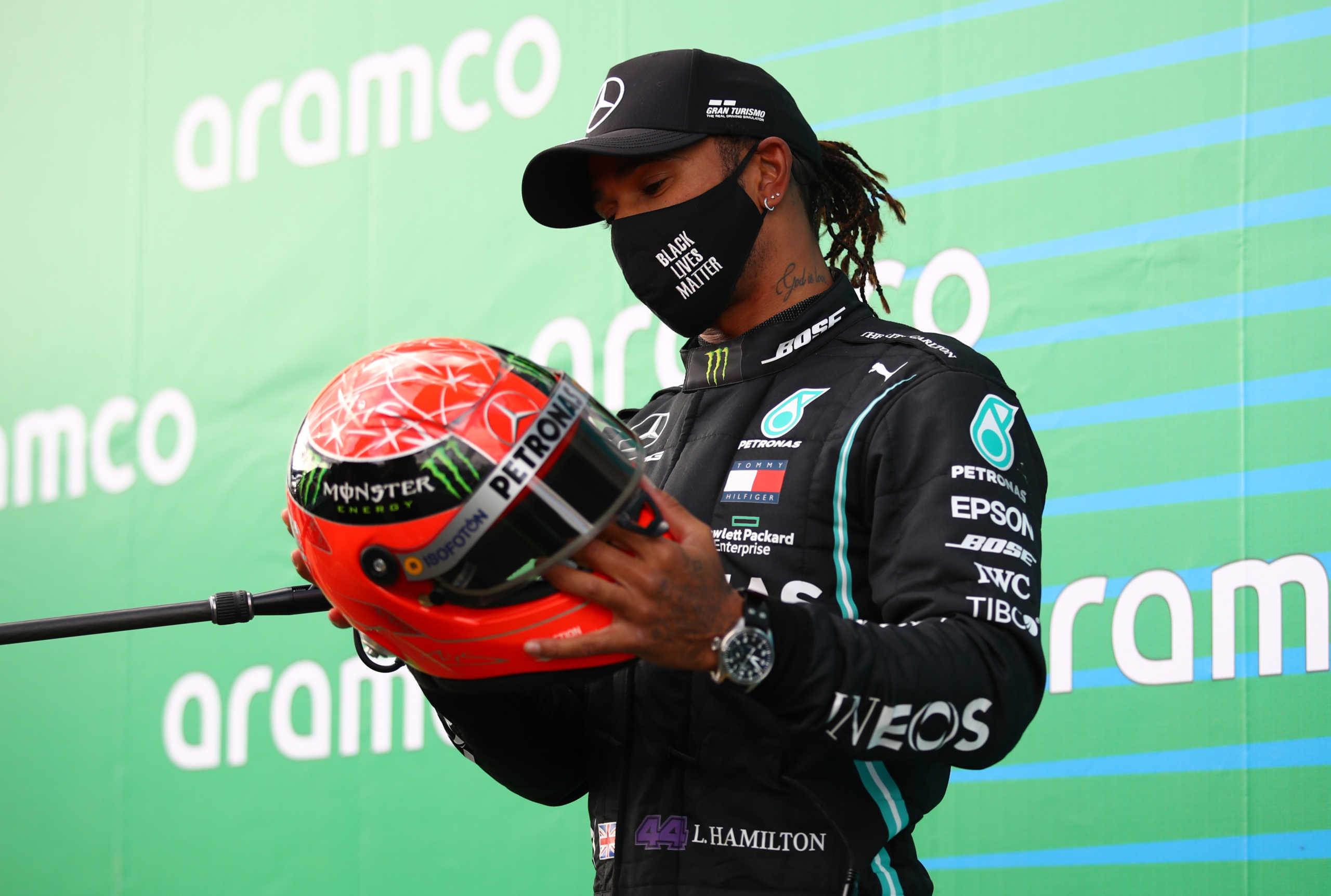 Formula 1: Συγκίνησε ο Μικ Σουμάχερ! Έδωσε το κράνος του πατέρα του στον Χάμιλτον (video)