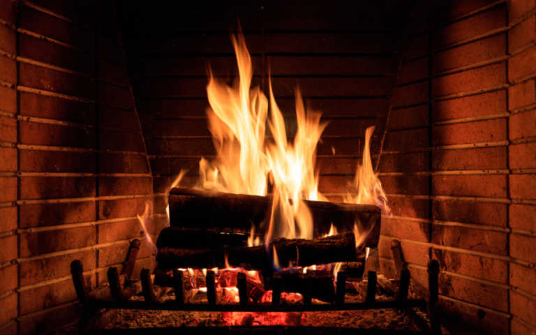 Τα τζάκια θα εντείνουν τη διασπορά του κορονοϊού: Έκκληση να μην κάψουμε ξύλα φέτος!