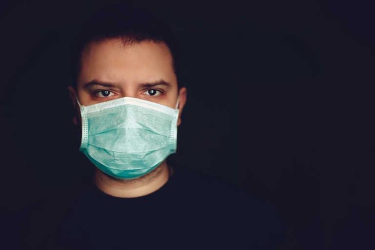 Προκαλεί δηλητηρίαση CO2 η παρατεταμένη χρήση μάσκας; Τι λέει ο Παγκόσμιος Οργανισμός Υγείας