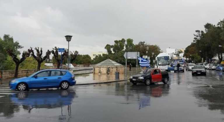 Ηράκλειο: Κέντρισε τα βλέμματα η μηχανοκίνητη παρέλαση! Εικόνες ντροπής στο μνημείο του Άγνωστου Στρατιώτη