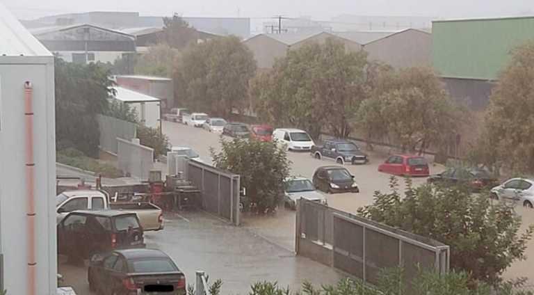 Ηράκλειο: Η στεριά έγινε θάλασσα! Απίστευτες εικόνες με εγκλωβισμένους οδηγούς σε πλημμυρισμένους δρόμους (Βίντεο)