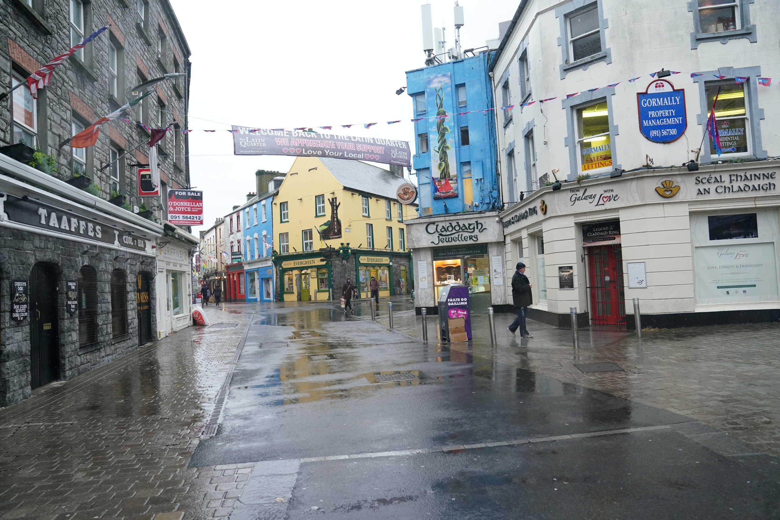 Άδειος δρόμος στην Ιρλανδία