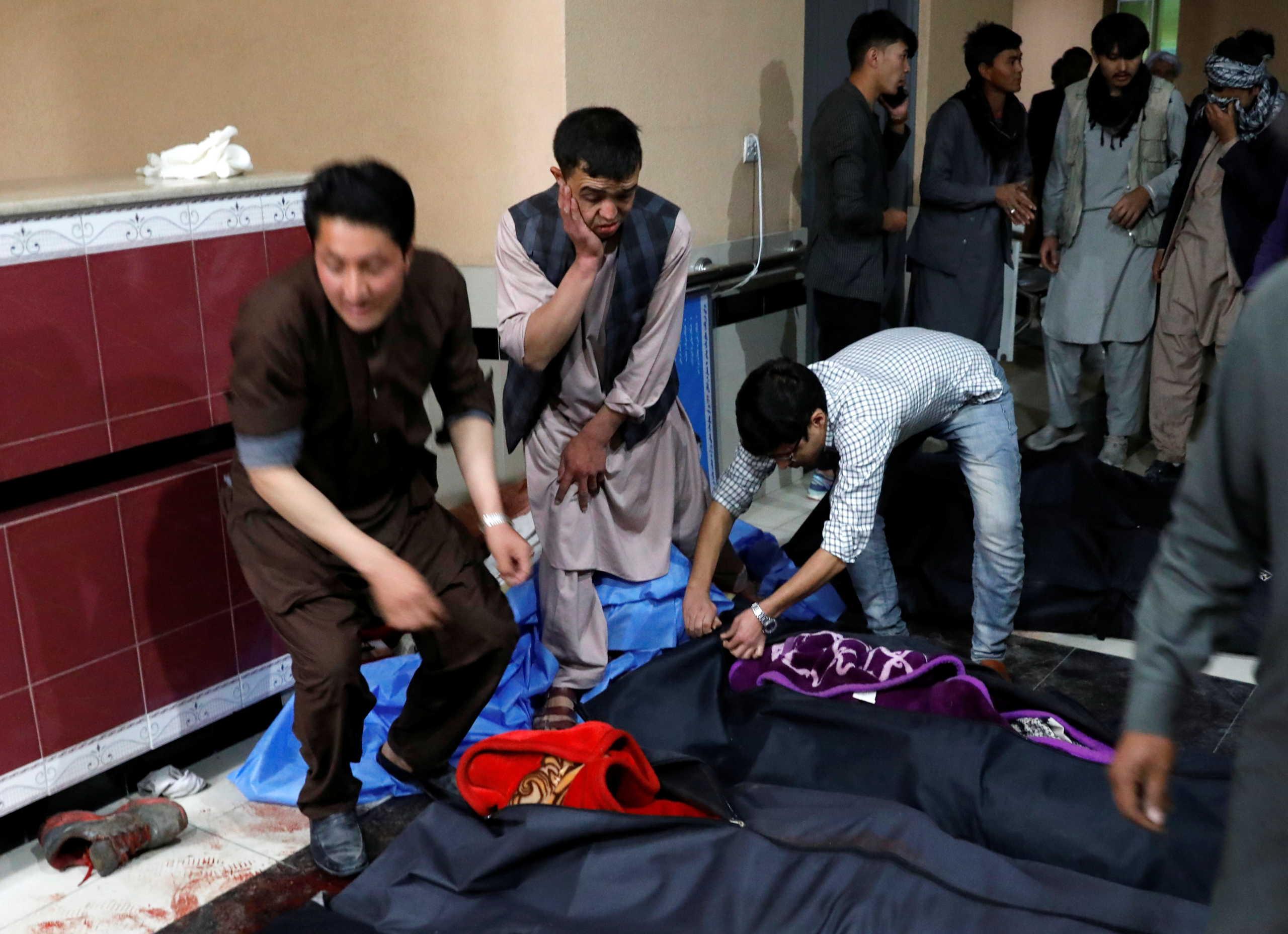 Αφγανιστάν: Δεκάδες νεκροί από την επίθεση αυτοκτονίας σε εκπαιδευτικό κέντρο στη Καμπούλ