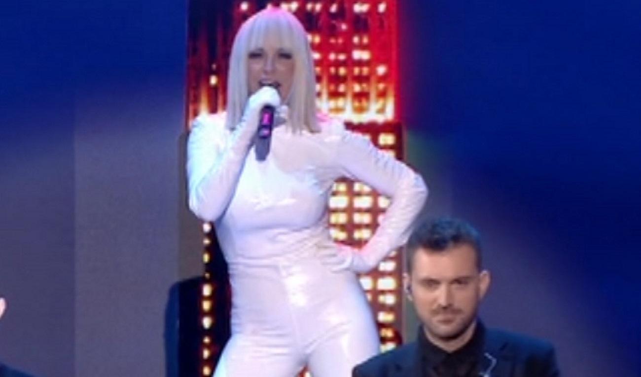 """Έπος η Καλογρίδη στο J2US! """"Εκτέλεσε"""" τη Madonna!"""