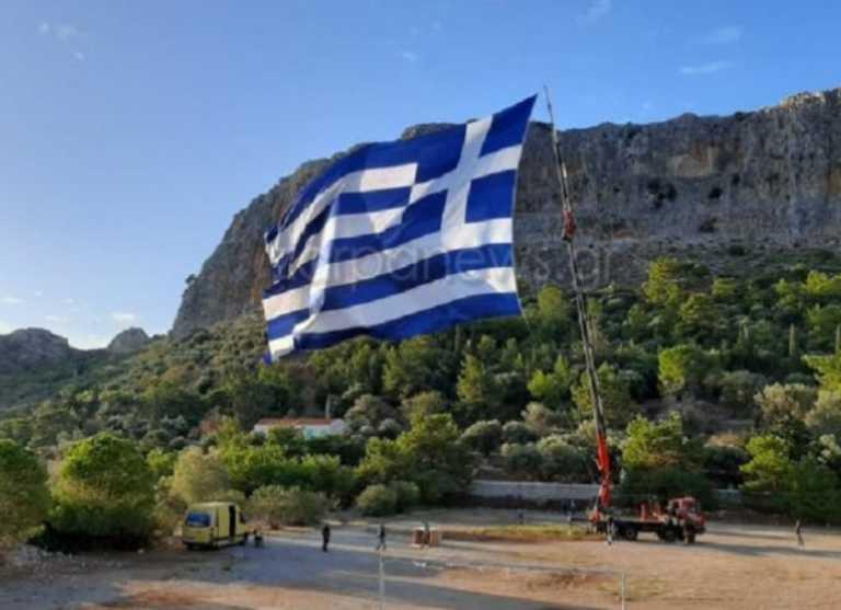 Καστελόριζο: Ήρθε από την Κρήτη και ύψωσε τη μεγαλύτερη ελληνική σημαία ανήμερα της 28ης Οκτωβρίου (Βίντεο)