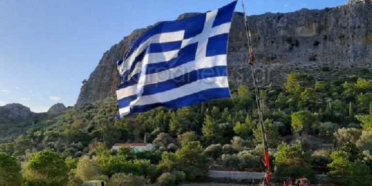 Προβοκάτσια στο Καστελλόριζο βλέπουν οι Τούρκοι: «Ύψωσαν γιγάντια ελληνική σημαία για να μας προκαλέσουν»