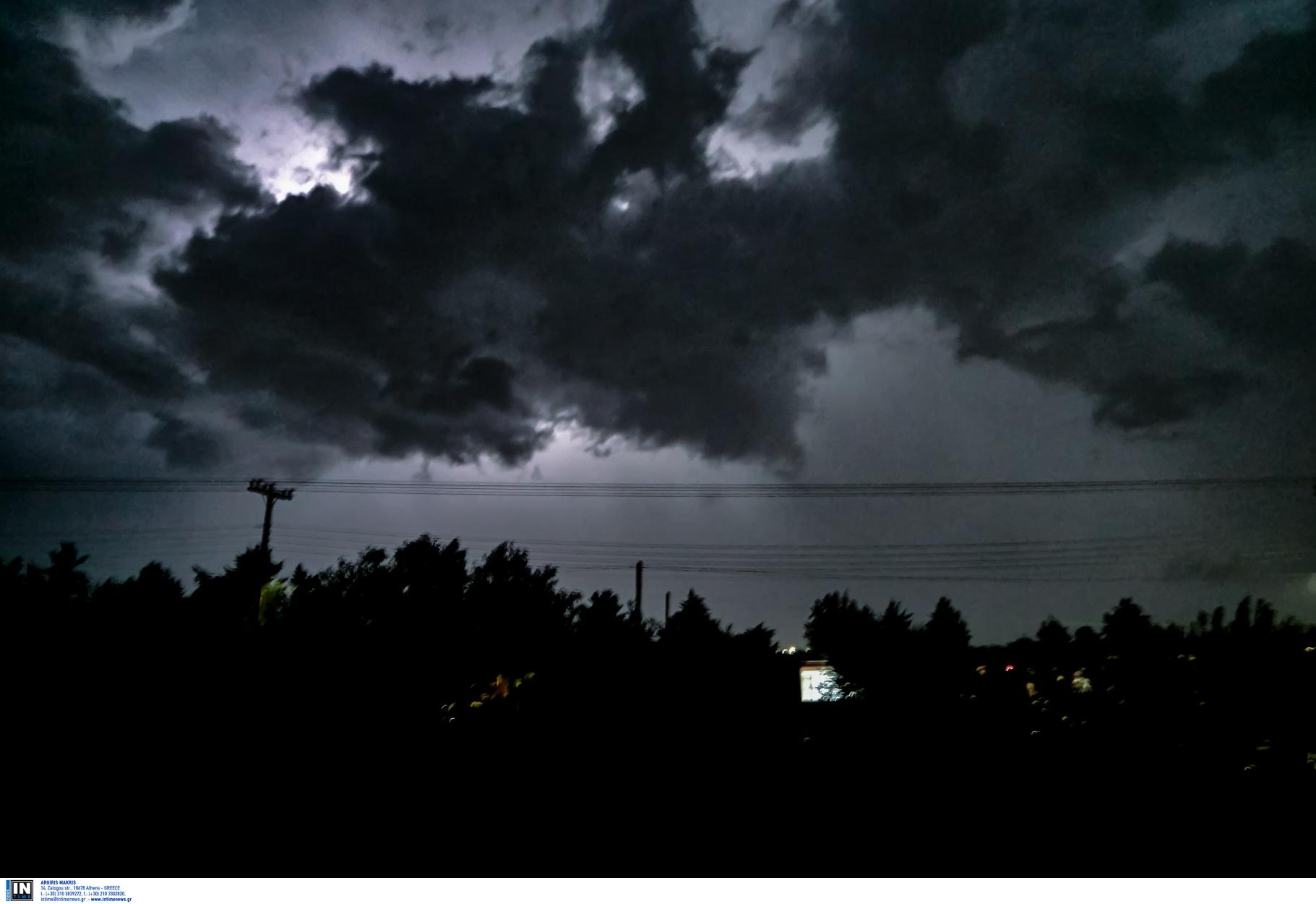 Καιρός αύριο: Ισχυρές καταιγίδες και πτώση της θερμοκρασίας