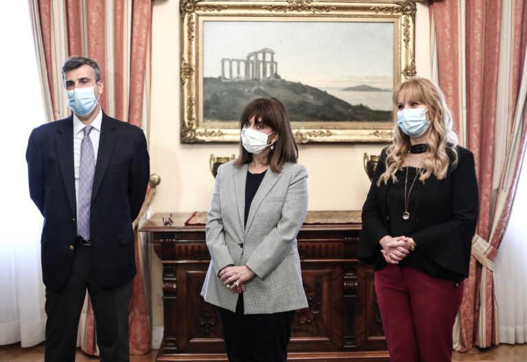 Σακελλαροπούλου: Εμβολιάστηκε κατά της γρίπης και έστειλε το δικό της μήνυμα