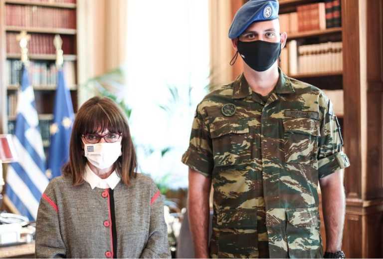 Η συγκλονιστική ανάρτηση Σακελλαροπούλου για τον ομογενή εύζωνα Ανδρέα Χολέβα