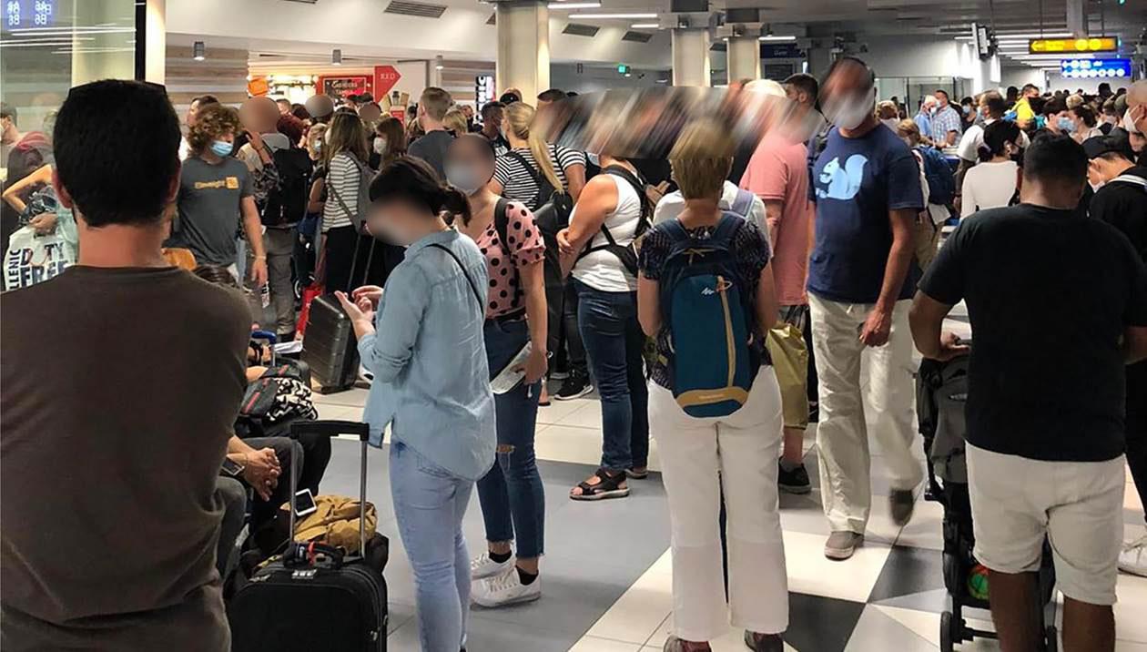 πολίτες στο αεροδρόμιο Νίκος Καζαντζάκης