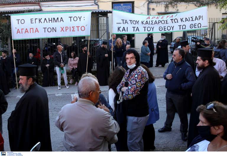 Κέρκυρα: Ξεκίνησε η δίκη του Μητροπολίτη Νεκταρίου – Στο πλευρό του Μητροπολίτες από όλη την Ελλάδα