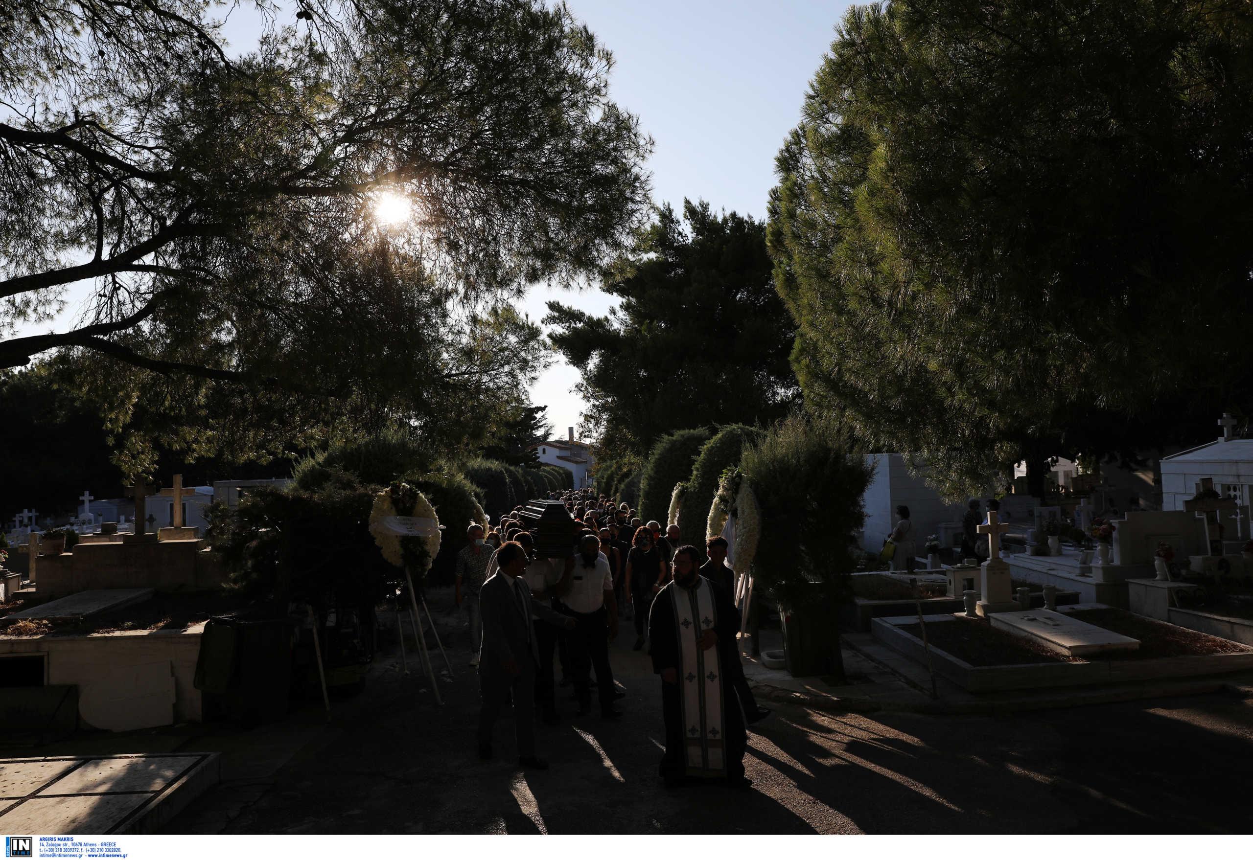 Αποκάλυψη για την κηδεία που έφερε μέτρα σε Θήβα, Χαλκίδα: 200 άτομα, κανένα μέτρο