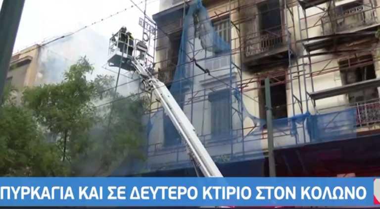Φωτιά σε νεοκλασικό κτίριο στον Κολωνό – Επεκτάθηκε και σε δεύτερο