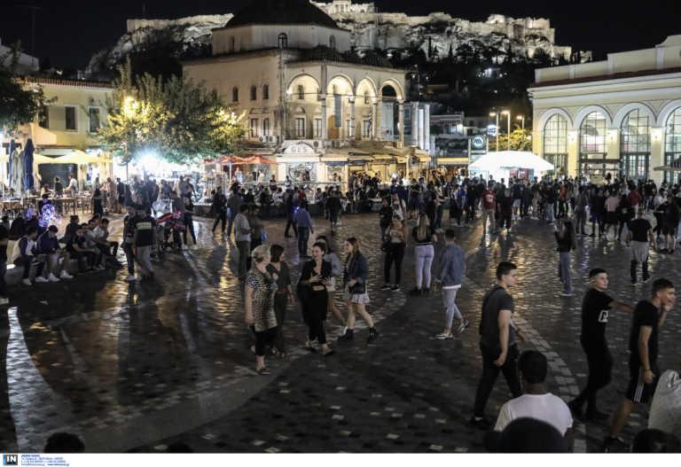 """Κορονοϊός: Σε ασφυκτικό κλοιό όλη η χώρα – Οι """"κόκκινες"""" περιοχές στην Αττική και η επέλαση του ιού στη βόρεια Ελλάδα"""