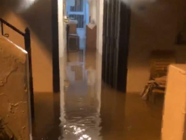 """Κρήτη: """"Ποτάμια"""" οι δρόμοι στο Ηράκλειο – Πλημμύρισαν σπίτια (pics)"""