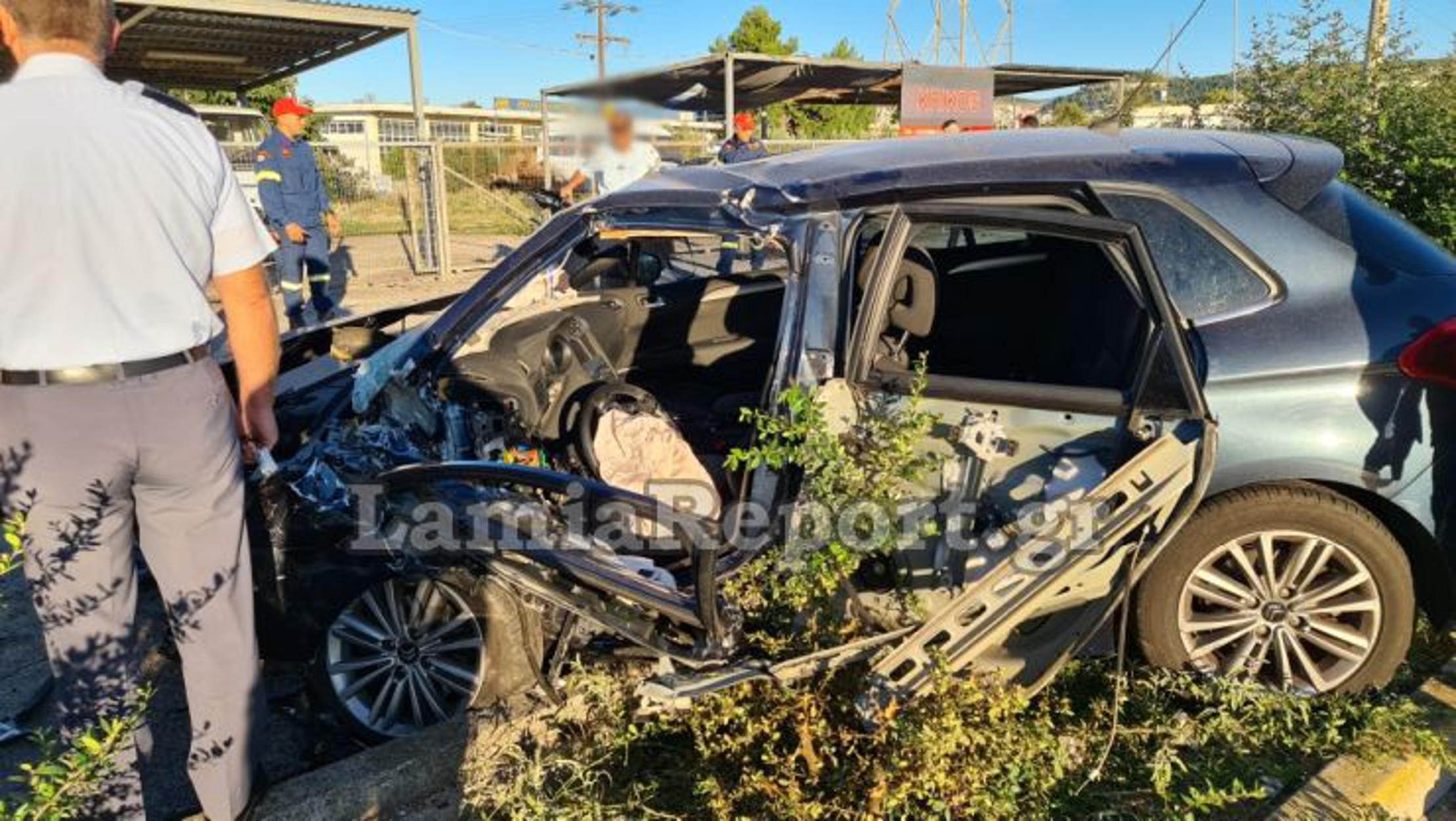 """Λαμία: Τροχαίο με Μητροπολίτη! Τραυματίστηκε σοβαρά – Έγινε """"λιώμα"""" το αυτοκίνητο (pics, video)"""
