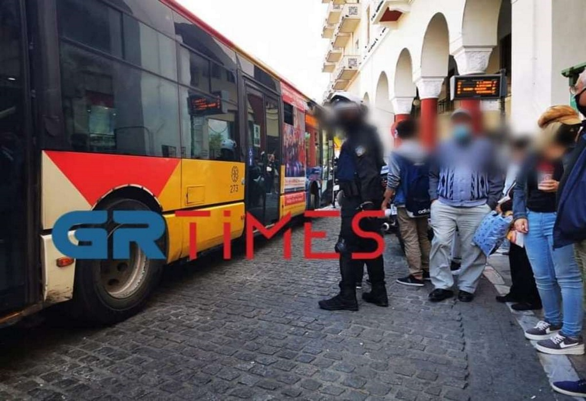 Θεσσαλονίκη: Σαρώνουν τα λεωφορεία αστυνομικοί για παραβάτες μέτρων κατά του κορονοϊού
