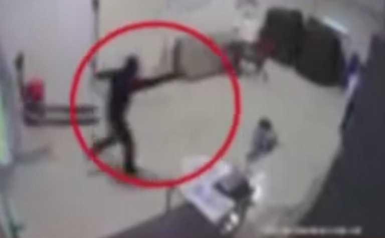Θεσσαλονίκη: Τον έσερναν με το πιστόλι στον κρόταφο! Δείτε το βίντεο της άγριας ληστείας σε εταιρεία παραγωγής πάγου