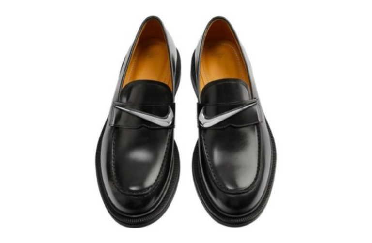 Θα φορούσατε ποτέ loafers ή τακούνια που φέρουν το λογότυπο της Nike;